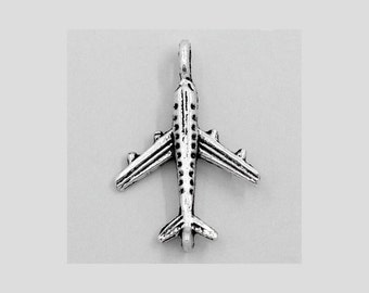 8 airplane charms in silver tone - C2308