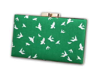 Green bird box clutch
