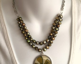 Green flower pearl necklace