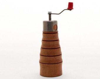 Vintage wooden  pepper mill / grinder 60s
