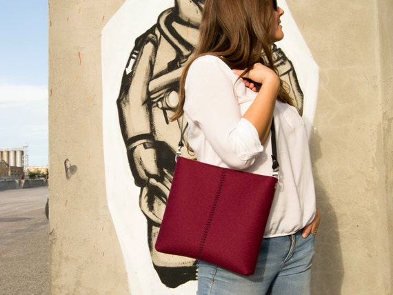 Felt SMALL CROSSBODY BAG with leather strap / crossbody purse / small shoulder bag w/ zipper / burgundy felt bag / wool felt / made in Italy