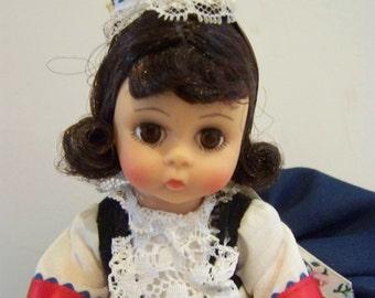 France #547 Madame Alexander 8 in doll