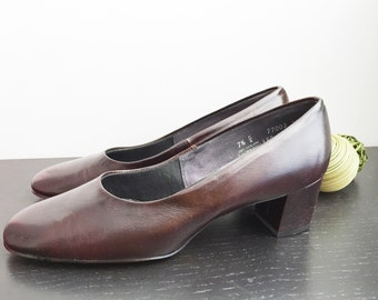 Vintage 70s brown shoes/ New Old Stock size 7.5 pumps/ Soy Sauce/ dress shoes Miss America Shoes/ new in original box/ NOS/ office shoes