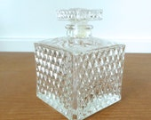 Square diamond point glass decanter with stopper in excellent condition