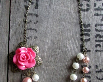 Vintage Flower and Pearls Layer Necklace Pink