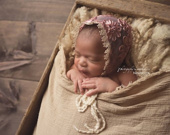 Newborn bonnet, newborn hat, photography prop/ VERA BONNET