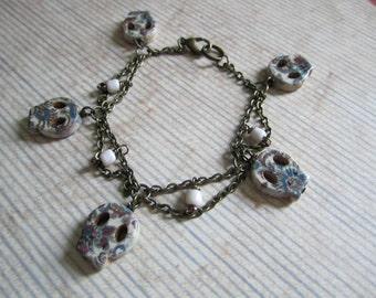 Multicolored Skull Charm Beaded Scalloped Chain Bracelet