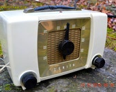 BLUETOOTH MP3 READY -  White Chocolate Retro Mid Century Deco Vintage 1951 Zenith H615 AM Tube Radio Sounds Great!