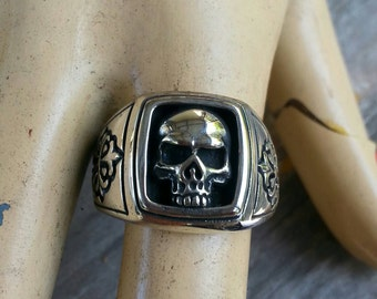 Skull signet ring sterling silver cross alternative steampunk gothic punk pirate