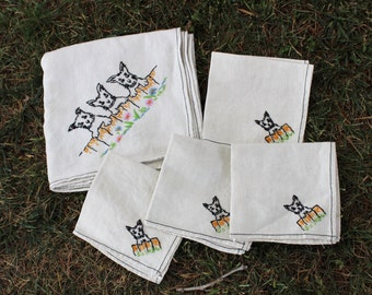 Vintage 1950s Linen Tablecloth And Napkins Set / Yorkie Dogs Square Tablecloth Four Napkins / Fine Linens / Table Linen / Terriers