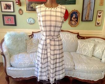 1960s Vintage Dress Sleeveless Cotton White Navy Windowpane Print Daisy Detail