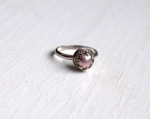 Mauve freshwater pearl ring - pearl ring sterling silver - pearl ring vintage - sterling silver stacking rings - Take a Second