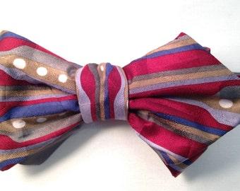 Elegant silk freestyle bow tie