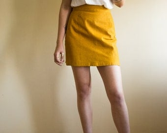 Vintage ladies MOTO-style yellow SCRIBBLE pattern suede skirt with snap button high-waisted MINI