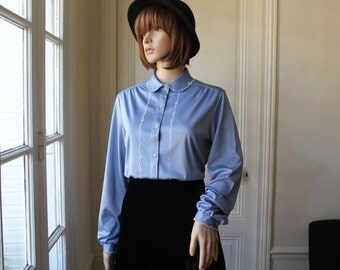 Denim blue blouse peter pan collar embroidered collar white and blue grey 70s vintage cute blouse long sleeves embroideries - Size M