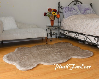 ours noir fausse fourrure tapis peau de b te faux par plushfurever. Black Bedroom Furniture Sets. Home Design Ideas