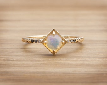 Apollo Ring with Opal and Diamonds in 14kt Gold