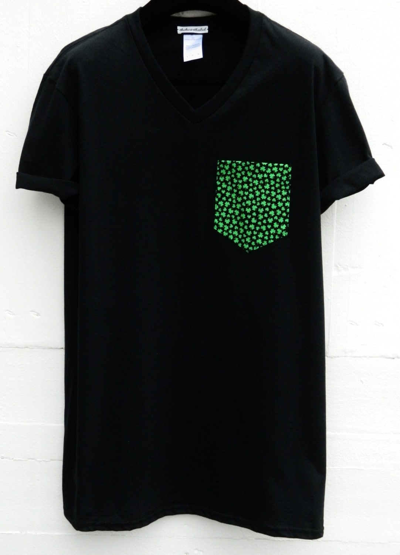 Men 39 s v neck irish shamrocks pattern black pocket t shirt for Men s v neck pocket tee shirts