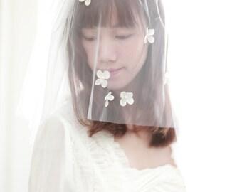 Double layer flower veil ,Bridal blusher wedding veil - Double layer veil with pental flowers and pearl beads----v113