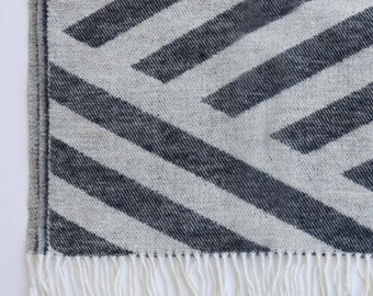Wool blanket - Affordable -Zigzag  white black 140x200cm or 55x79inches