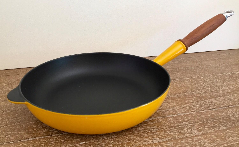 cousances enamel cast iron skillet in yellow cousances frying. Black Bedroom Furniture Sets. Home Design Ideas