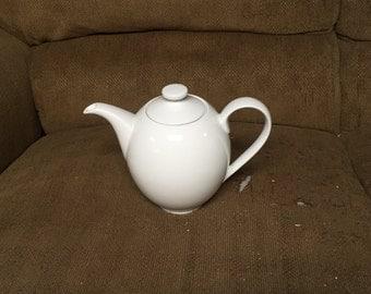 Crate and Barrel Porcelain Ceramic Teapot 5 Cup White EXCELLENT CONDITION