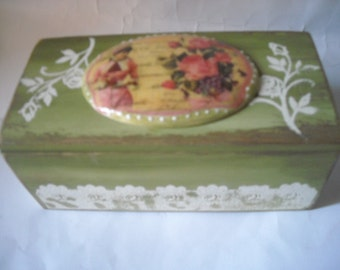 Romantic casket box jewelry vintage style with plaque made in plaster with decoupage technique with roses .OOAK
