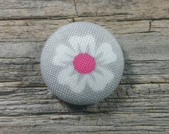 White and pink flower print fabric covered buttons (size 60, 40, 32)