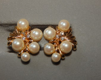 Vintage Pearl Rhinestone Earrings Clip On Gold Tone Clear Rhinestone Faux Pearl Earrings