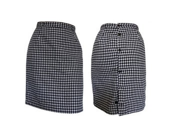 1980s Tube SKIRT // houndstooth polyester buttonned SKIRT/ size eu 38 -us 6