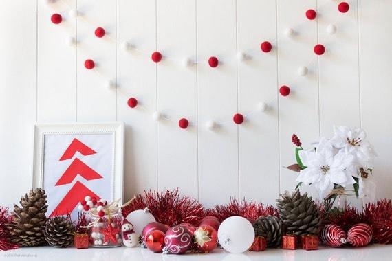 Red & White Christmas Felt Ball Garland. Christmas Pom Pom Garland. Christmas Decoration. Mantel Decor. Christmas Garland. Red. White