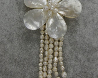 Shell Flower & Freshwater Pearl Necklace