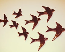 Pack of 8 or 10 hanging swallows in 4 different sizes (S-M-L-XL). Flock of birds in ceramic. Several colors available