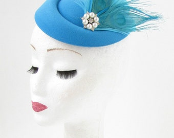 Sky Blue Turquoise White Feather Pillbox Hat Fascinator Hair Clip Races Vtg 531