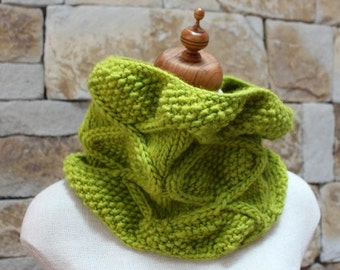 Handknitted Lime Diamond Cowl. Lime infinity scarf. Aran scarf. Citrus lime Snood. Soft Cowl. One of a kind