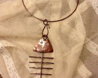 """Necklace with pendant hammered copper and patinated. """"Fish"""""""