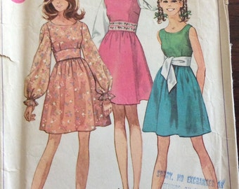 Simplicity 8107 - 1960s Dress with Scoop Neck and Full Gathered Sleeve - Size Juniors  9 / 10