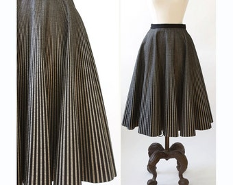 vintage 1950s skirt <> 1950s felt circle skirt <> 50s black and silver striped felt circle skirt