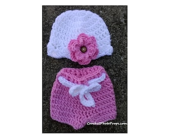Shell Stitch hat with crocheted flower. Shorts with belt. Sizes 4 lb preemie to 12 months