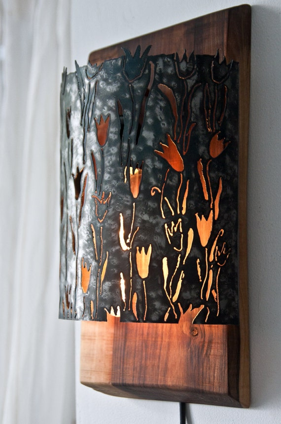 wood and metal art lamp with tulips wall lamp light sculpture. Black Bedroom Furniture Sets. Home Design Ideas