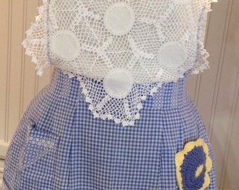 vintage full apron blue check crocheted