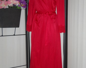 Vintage bright red long wrap peignoir robe/dressing gown by Lorraine size Large; wide lace cuffs; matching sash; inside ties; pinup boudoir