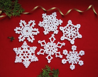 White Crochet Snowflakes Christmas Tree Decorations Sparkling Snowflakes Set of 6 Glitter Ornaments Shiny Ornaments Holiday Ornaments