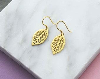 Gold leaf stud earrings, leaf earrings, woodland wedding earrings, bridesmaid earrings gift, girlfriend gift, mom gift, sister gift
