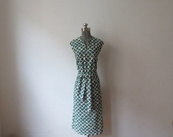 Vintage '70s Shannon Rodgers for Jerry Silverman Green & White Print Belted V-Neck Shirt Dress, 40 Inch Bust