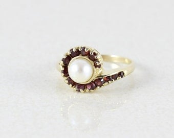 14k Yellow Gold Natural Pearl and Garnet Ring Size 6 1/4