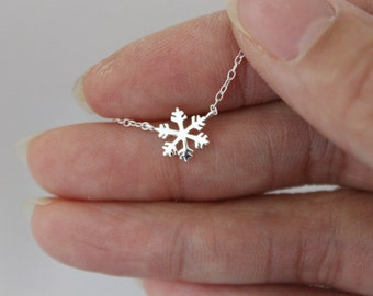 Snowflake Necklace, Sterling silver snowflake necklace, snowflake charm, bridesmaid gift, Christmas gift, Delicate necklace, dainty necklace