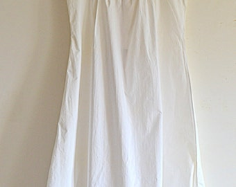 Beautiful nightgown hand embroidered vintage 1930 French