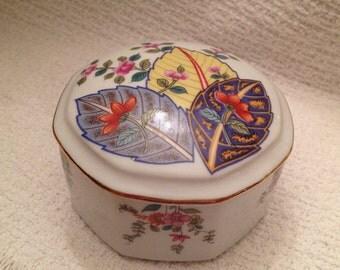 Mann Tobacco Leaf Octagonal Porcelain Box w  Lid, Seymour Mann Porcelain Box, Domed Porcelain Trinket Box, Gold Trim, Tobacco Leaf Pattern