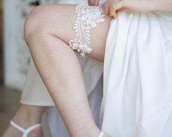 White Lace Wedding Garter, Ivory Bridal Garter, Boho Garter Belt, Vintage Garter, Pearl Garter, Rustic Wedding Garter, Bridal Garter Belt